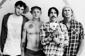 Catch a hot one – Red Hot Chili Peppers give it away toJohannesburg